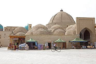 Souvenir shops at the entrance to the Toqi Zargaron Dome Bazaar, Old Town Bukhara, Buxoro Province, Uzbekistan, Asia
