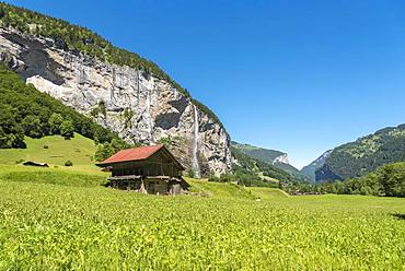 Mountain landscape in the Lauterbrunnen Valley with the Staubbach Falls, Lauterbrunnen, Bernese Oberland, Switzerland, Europe