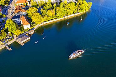 Excursion boat on Lake Tegernsee, place Tegernsee, drone shot, Upper Bavaria, Bavaria, Germany, Europe