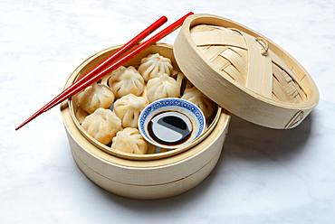 Dim Sum, filled dumplings, steamed in bamboo baskets with soy sauce and chopsticks, Germany, Europe