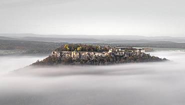 Fortress Koenigstein im Nebel, Elbe Sandstone Mountains, Saxon Switzerland, Germany, Europe