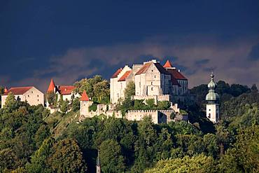 Burghausen castle against a thunderstorm sky, Burghausen, Upper Bavaria, Bavaria, Germany, Europe