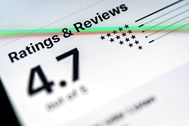 Reviews, reviews of an app in the Apple App Store, iPhone, iOS, smartphone, display, close-up, detail