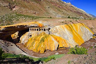 Puente del Inca, rock arch and old thermal bath of the sulphur spring above the Rio de las Cuevas, near Uspallata, Mendoza Province, Argentina, South America