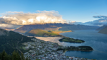 Panorama, view of Lake Wakatipu and Queenstown at sunset, Ben Lomond Scenic Reserve, mountain chain The Remarkables, Otago, Southland, New Zealand, Oceania