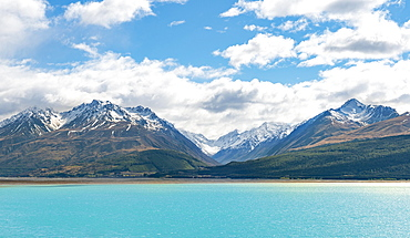 Panorama, turquoise water, Lake Pukaki, Ben Ohau Range with snow, Canterbury Region, Southland, New Zealand, Oceania