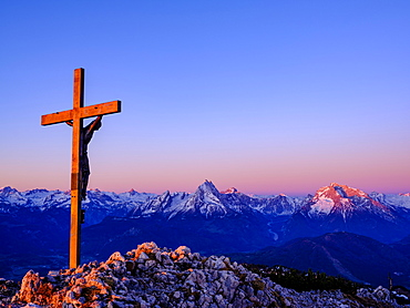 Alpine panorama from the summit of the Berchtesgadener Hochthron, sunrise, Untersberg, with view of the Berchtesgadener Alps, Bischofswiesen, Berchtesgadener Land, Upper Bavaria, Bavaria, Germany, Europe