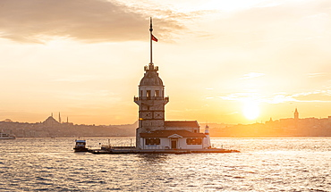 Lighthouse, Leander's Tower or Girls' Tower, Kiz Kulesi, at sunset, island in the Bosporus, Ueskuedar, Istanbul, Turkey, Asia