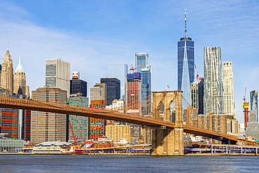 View from Main Street Park over the East River to the skyline of Lower Manhattan with Brooklyn Bridge, Dumbo, Downtown Brooklyn, Brooklyn, New York, USA, North America