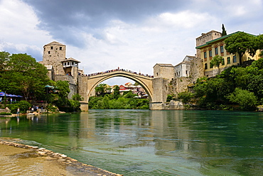 Mostar Bridge over the Neretva River, Stari most, UNESCO World Heritage Site, Mostar, Bosnia and Herzegovina, Europe