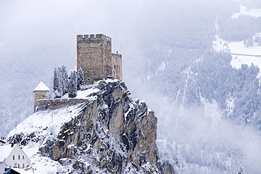 Castle ruin, Laudeck Castle, also Laudegg, in winter, Ladis, Tyrol, Austria, Europe