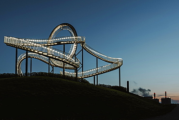 Tiger & Turtle, illuminated, night shot, Duisburg, North Rhine-Westphalia, Germany, Europe