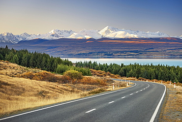 Road to Mount Cook at Lake Pukaki, Mount Cook Road Area, Tekapo, Twizel, Canterbury, New Zealand, Oceania