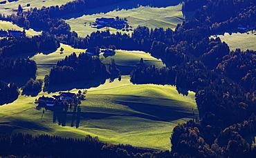Agricultural landscape, Riedlbach with view to the Hoellengebirge, Mondseeland, Salzkammergut, Upper Austria, Austria, Europe