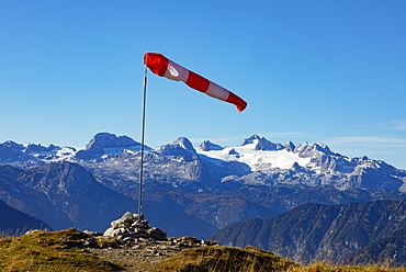 Wind vane on the Loser with view to the Hoher Dachstein, Altaussee, Salzkammergut, Steiermarkt, Austria, Europe