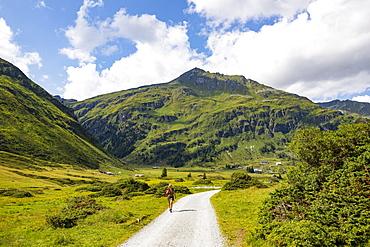 Hiking trail in the Nassfeld Valley, Nassfeld, Sportgstein, Gastein Valley, Hohe Tauern, Bad Gastein, Province of Salzburg, Austria, Europe