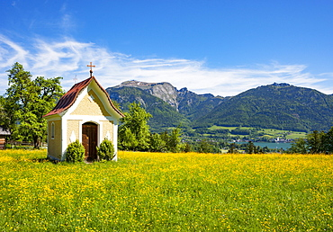 Chapel in Abersee with Wolfgangsee Sankt Wolfgang and Schafberg, in spring, Salzkammergut, Province of Salzburg, Austria, Europe
