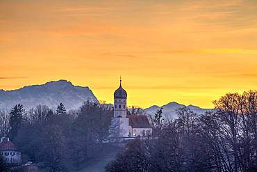 Church St. Johann Baptist at sunset, in the back Zugspitze, Holzhausen, Starnberger See, Bavaria, Germany, Europe
