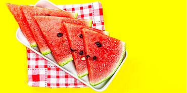 Pieces of watermelon in bowl on color background, sliced ​​watermelon, healthy fruit