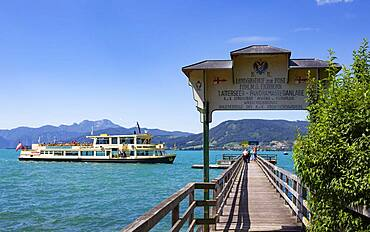 Landing stage with liner, Weyregg am Attersee, Salzkammergut, Upper Austria, Austria, Europe