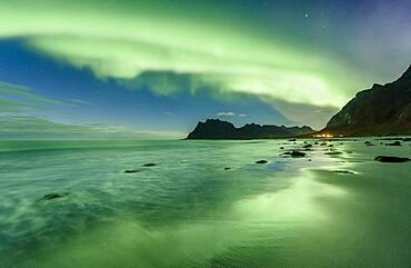 Northern lights at Uttakleiv Beach, Leknes, Lofoten, Nordland, Norway, Europe