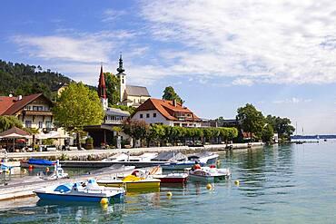 Lake promenade in Attersee am Attersee, Salzkammergut, Upper Austria, Austria, Europe