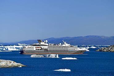 Cruise ship Ponant in Disko Bay, Ilulissat, West Greenland, Greenland, North America