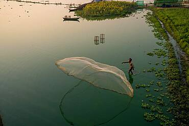 Fishermen on Taung Tha Man Lake throw out a fishing net for sunrise, reflection in the water, Thaung Tha Man Lake, Mandalay, Myanmar, Asia