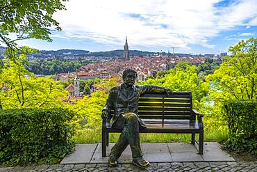 Albert Einstein, bronze figure by Le Passioni, view from the rose garden to the old town, Bern Cathedral, district Nydegg, Bern, canton Bern, Switzerland, Europe
