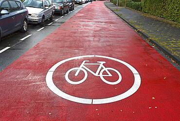 Red marked bicycle road, cars are subordinate, Muenster, North Rhine-Westphalia, Germany, Europe