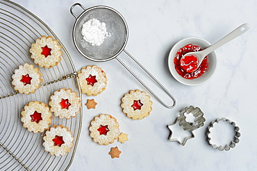 Spitzbube, cookies and bowl with redcurrant jelly, Germany, Europe