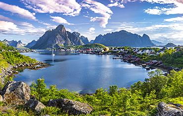 Reine, Reinefjord with mountains, Moskenes, Moskenesoey, Lofoten, Norway, Europe