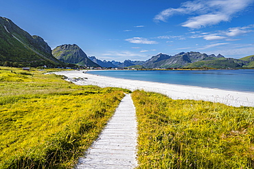 Mountains and sea, Rambergstranda sandy beach, Junesvika, Lofoten, Nordland, Norway, Europe