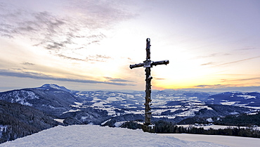 Sunset, view from Gschaid with summit cross, Passailer Becken, St. Kathrein am Offenegg, Styria, Austria, Europe