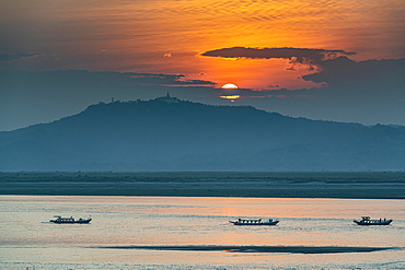 Sunset over the Irrawaddy river, Bagan, Myanmar, Asia