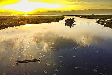 Rowing boat at sunset, Inle lake, Shan state, Myanmar, Nyaungshwe Township, Shan State, Myanmar, Asia