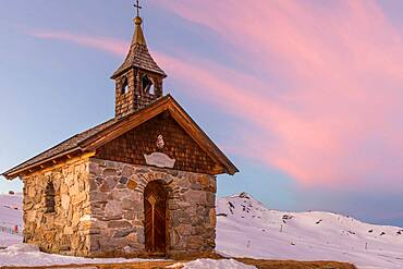 Wolkenstein Chapel in the evening light, Neukirchen, Salzburger Land, Austria, Europe