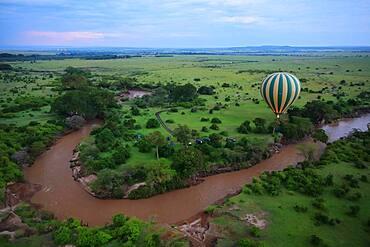 Hot air balloon over Mara River, Savannah, Masai Mara National Reserve, Kenya, Africa