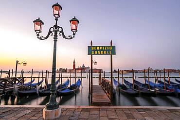 Boat landing stage, Servicio Gondole, jetty with Venetian gondolas, in the back church San Giorgio Maggiore, long exposure, dawn, Venice, Veneto, Italy, Europe