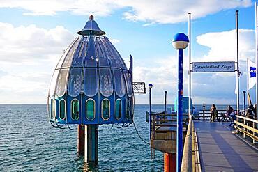 Pier and diving gondola in the Baltic Sea spa Zingst, Vorpommersche Boddenlandschaft, Darss, peninsula, Fischland, Darss-Zingst, Germany, Europe