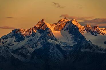 Oetztal mountains at sunrise, Soelden, Oetztal, Tyrol, Austria, Europe