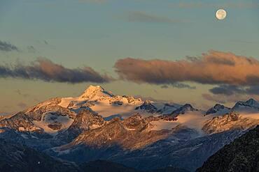 Full moon over summit of Oetztaler Wildspitze, Soelden, Oetztal, Tyrol, Austria, Europe