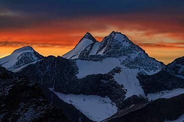 Sunrise over summit of Zuckerhuetel, Soelden, Oetztal, Tyrol, Austria, Europe