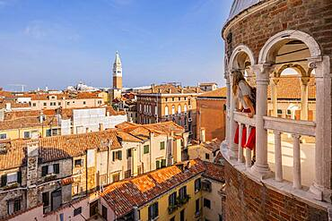 Young woman, tourist looking over Venice, dome of Palazzo Contarini del Bovolo, palace with spiral staircase, Venice, Veneto, Italy, Europe