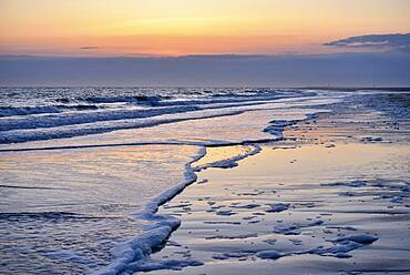Water's edge at the beach of Spiekeroog, East Frisian Island, East Frisia, Lower Saxony, Germany, Europe