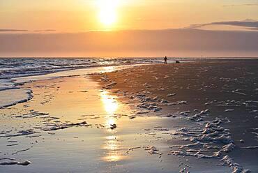 Sunrise on the beach of Spiekeroog, East Frisian Island, East Frisia, Lower Saxony, Germany, Europe