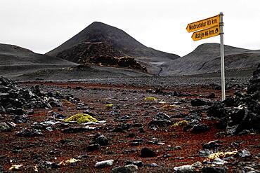 Signpost Moedrudalur and Askja, volcanic cone, lava desert Krepputunga, highland road Austurleio, Asturleid, F 910, highlands, central Iceland, Iceland, Europe