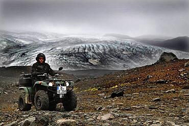 Glacier edge, Glacier, ATV rider, Biker, Quad, Yamaha Grizzly, Lava desert Krepputunga, Oeskjuleio, Kverkfjoell, Vatnajoekull glacier, Highlands, Central Iceland, Iceland, Europe