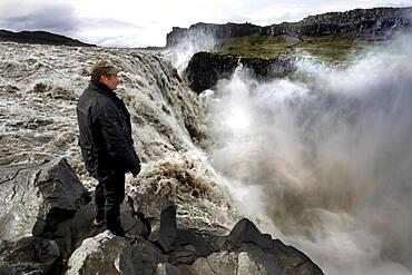 Waterfall, Man, Spray, Break-off edge, Dettifoss, North Iceland, Highland, Iceland, Europe