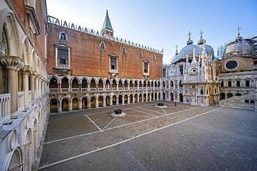 Doge's Palace, courtyard, Venice, Veneto, Italy, Europe